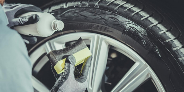 How to safely clean your tyre rims